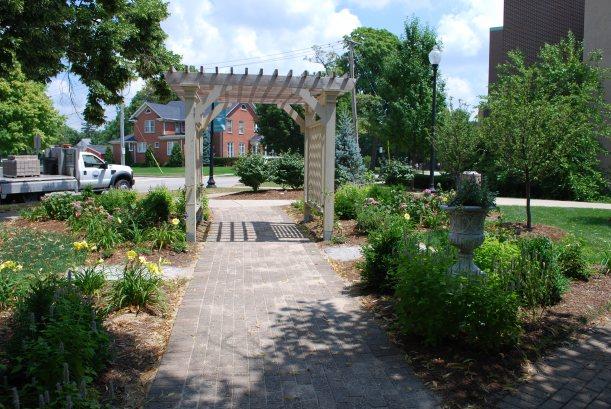 DWN Adams park vict. gard. rt. urn facing st. thru arbor 7-22-13