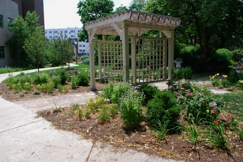 DWN Adams park vict. garden full view from st. 7-22-13